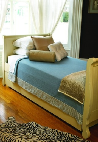 Our furniture stores in Ottawa is opened 7 days a week. We specialize in kid's furniture including bunk beds.