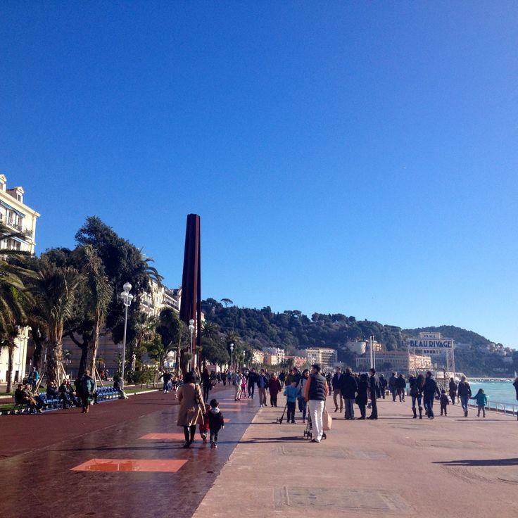Walking along the Promenade des Anglais