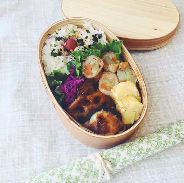 posted by @Miki_Eats First bento of 2016 お弁当初めだってのに、いつもと変わらずパッとしない肉巻き弁当。クックパッドで見つけた蓮根とさつま芋の甘辛炒めが美味しかったです。 #お弁当 #曲げわっぱ #bento #obentoart