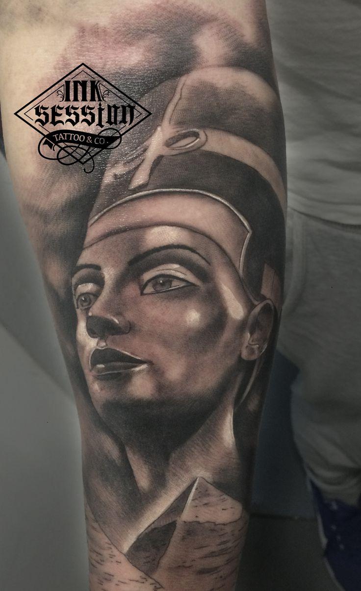 Nefertiti para una composición egipcia tatuada por Rubén Ruiz