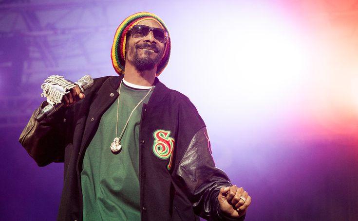 """Snoop Dogg arrestato in Svezia: il rapper contro la polizia: """"razzisti"""" - Brutta esperienza per il rapper americano Snoop Dogg. Arrestato in Svezia per guida sotto l'effetto di stupefacenti, si scaglia contro la polizia svedese giudicandola """"razzista"""". - Read full story here: http://www.fashiontimes.it/2015/07/snoop-dogg-arrestato-in-svezia-il-rapper-contro-la-polizia-razzisti/"""