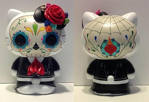 Custom-Feature: Dia de Los Muertos Hello Kitty Obscure