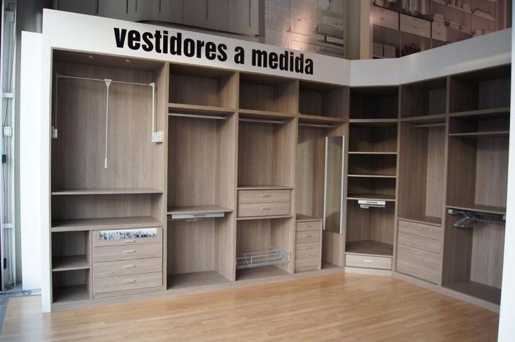 Vestidores modernos con puertas buscar con google for Como hacer un closet moderno