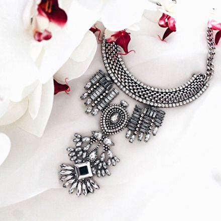 Bold Statement Necklace In Silver - #ootd #outfitoftheday #fashionista -  22,90 € @happinessboutique.com