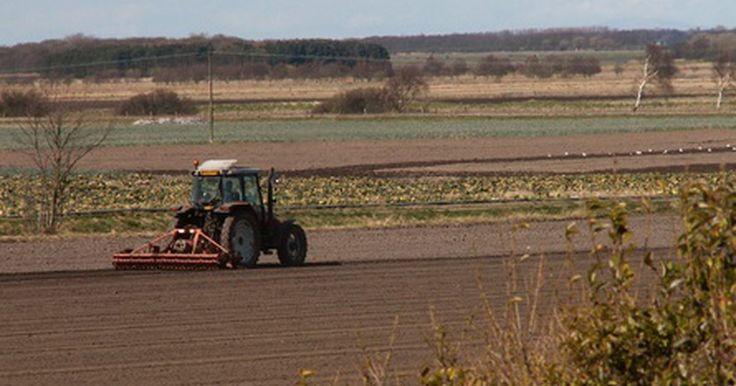 Potencia requerida para herramientas agrícolas. Los herramientas utilizadas en una granja poseen requerimientos de potencia específicos y esto afecta de manera directa el tipo de tractor que se debe emplear. Según la universidad de Maryland, el tamaño del equipamiento y el tipo de tractor empleado están influenciados en gran medida por el tamaño del terreno. En las granjas más pequeñas bastará ...
