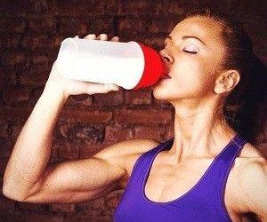 Недостаточное потребление воды приводит к уменьшению мозга http://ukrainianwall.com/health/nedostatochnoe-potreblenie-vody-privodit-k-umensheniyu-mozga/  Если не пить достаточное количество воды, то серое вещество может начать усыхать в прямом смысле слова, а мыслительный процесс будет затруднен. Это утверждают исследователи Мэтью Кемптон и Ульрих Эттингер из
