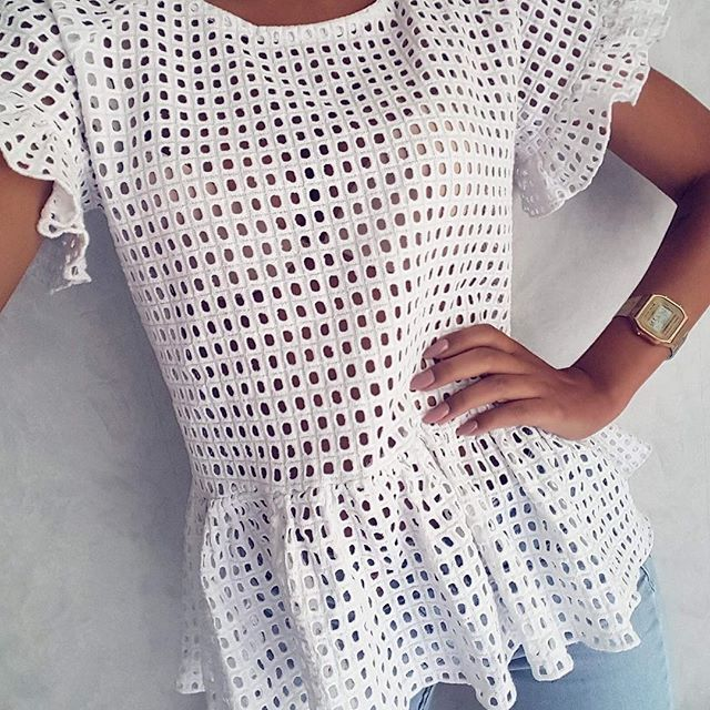 Bluzka czeka ns Was w sklepie🛍🛍🛍a jeszcze do północy rabat 25% na sukienki 👉hasło: sukienki25😍😍😍#ootd #wwwmosquitopl #onlinestore #shoppingtime #onlineshopping #zakupy #summer #summervibes #sukienka #sukienkanalato #sukienkamosquito #sukienkanawakacje #white #tshirt #live #rabat #taniej #sale #wwwmosquitopl