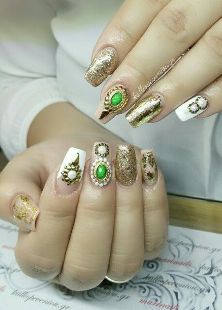 #nails #nailart #goldnails #goldstrass #beautymakesyouhappy