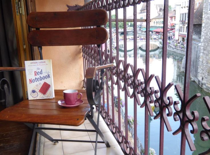 Mary Boardman @mary_mpb Loved A Laurain's The Red Notebook 5* - well written, charming book, perfect for French holiday @gallicbooks #Annecy