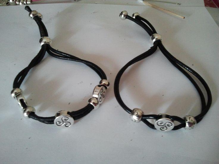 Celtic Leather & Zamak Bracelet Brazaletes de cuero negro y Zamak con motivos celticos