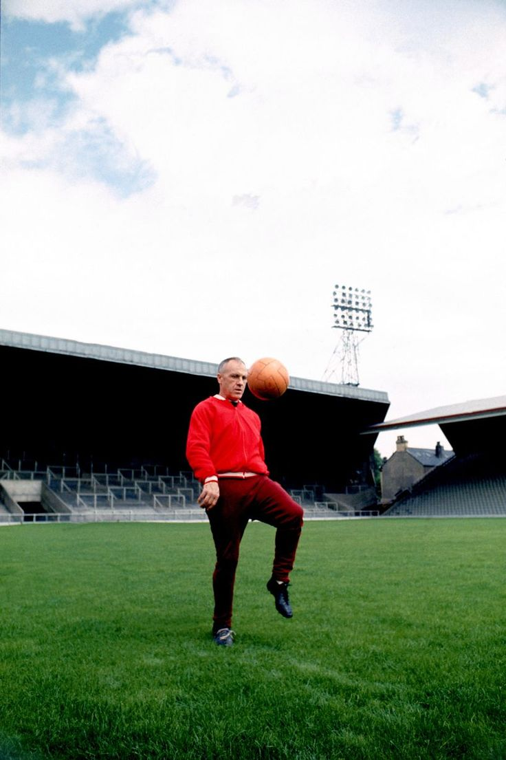 best images about sporting heroes sport football bill shankly shows off his ball skills at anfield in 1973 lfc history