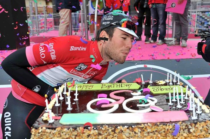 Valloire, 21 maggio 2013 – La sedicesima tappa del Giro d'Italia, Valloire – Ivrea (238 km), è una fra le tre tappe più lunghe di questo Giro e si disputa dopo il secondo e ultimo giorno di riposo della Corsa Rosa 2013. Col du Telegraphe e Moncenisio nella prima parte potrebbero agevolare la nascita di fughe da lontano.
