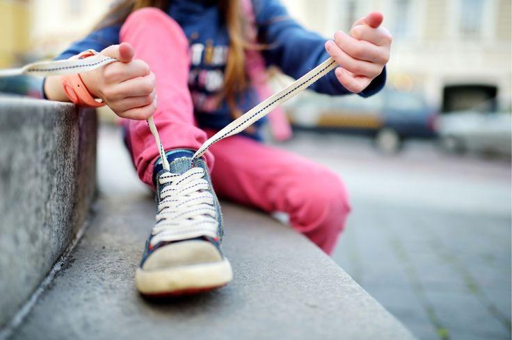 Kinderen doen er in het begin soms lang over om hun veters te strikken, maar met dit trucje gaat het sneller. De Amerikaanse Ashley Lillard toonde haar vij...