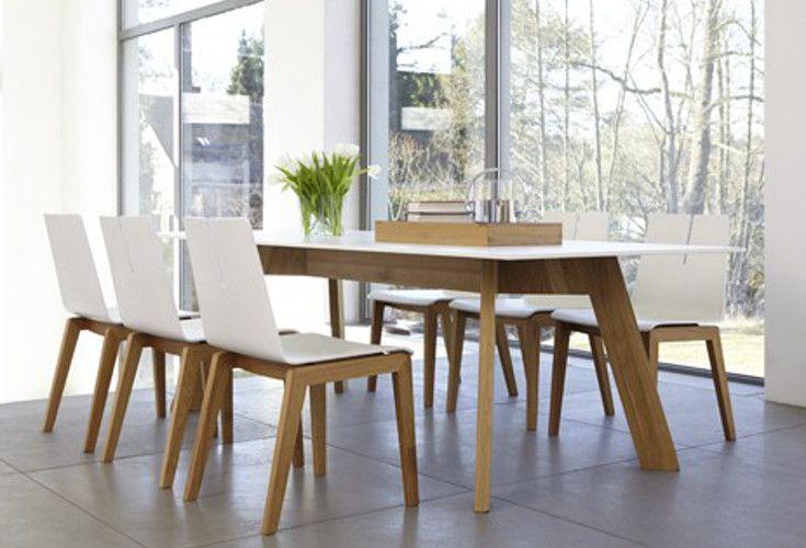 Duży stół Y-Woman wykonany z drewna dębowego oraz materiału ccl. Oryginalnie zaprojektowany i niezwykle funkcjonalny.