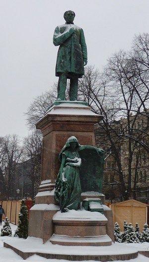 Johan Ludvig Runebergin patsas paljastettiin 6.5.1885.Kuva Iisaleinonen.com - Lauantaiseura toimi vilkkaasti v.1837 asti,jolloin Runeberg joutui hakeutum.Porvoon lukion lehtoriksi,kun yliopisto jätti hänet ja monet muut radikaaleina pidetyt lauantaiseuralaiset nimittämättä vakituiseen virkaan.Satunnaisia kokouksia pidett.kuitenk.v.1843 asti.Loppuaik.seuran johtajana toimi Johan V.Snellman.Lauantaiseuralaisista tuli myöhemm.merkittäviä suomalaisen kulttuurin kehittäjiä.