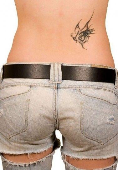 Farfalla tribale tattoo parte bassa della schiena