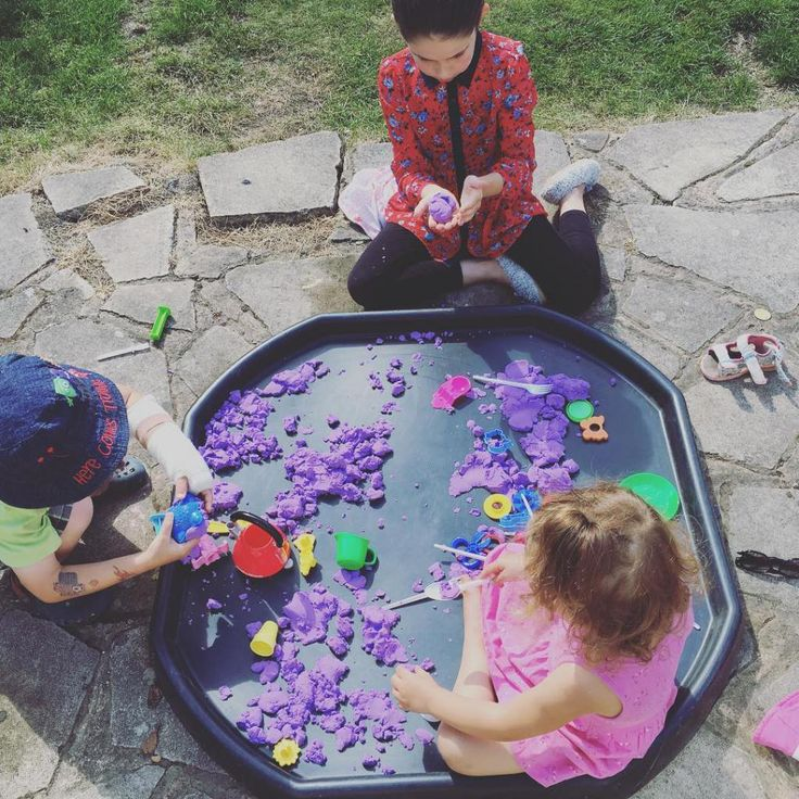 mess free craft. Outdoor play. Messy craft ideas. Getting organised with messy play. No mess toddler activity. Keeping tidy whilst messy play. Messy play without the tidy up!