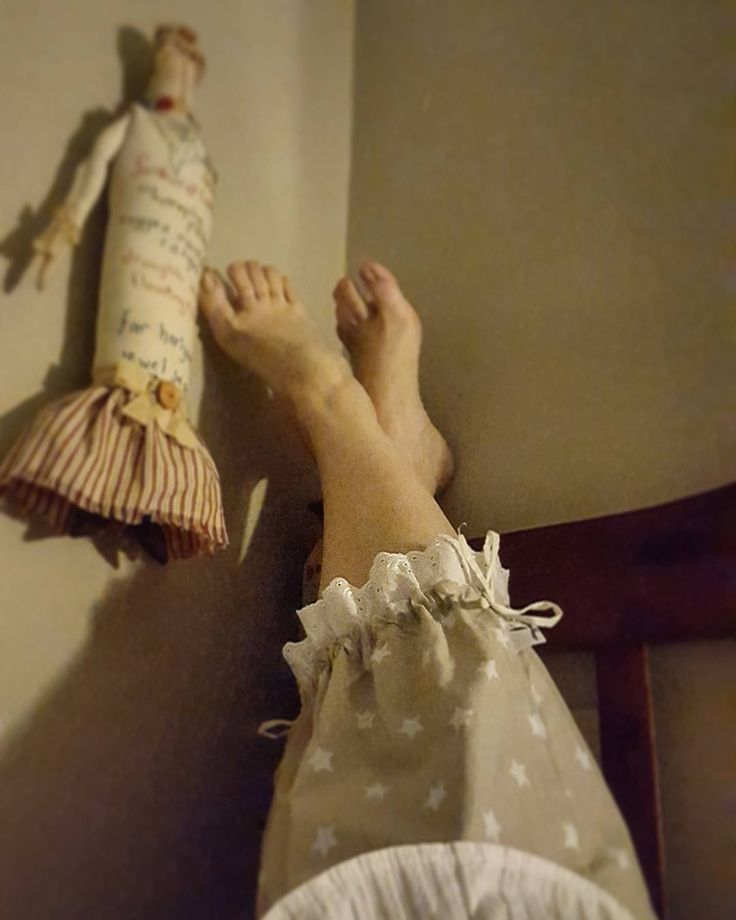 Feet up , visiting with miss Molly before bed. She said she liked my starry bloomers and I complemented her on her beautiful striped skirt. #bloomers #starprint #memade #slowfashion