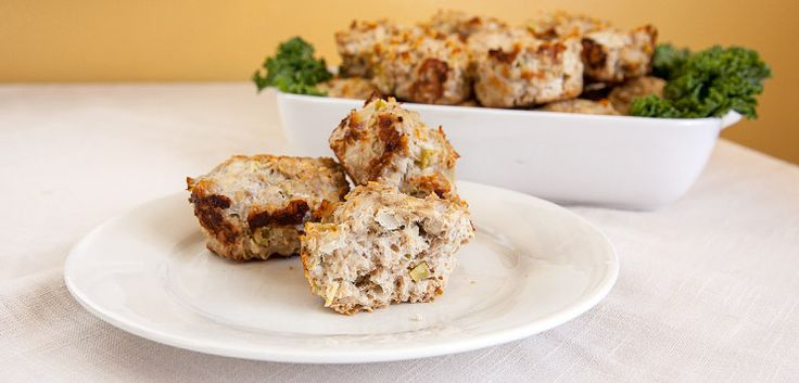 Jamie Eason is in the Bodybuilding.com kitchen to share some of her favorite clean recipes. Today it's Turkey Meatloaf Muffins.