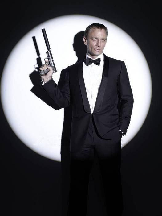 Daniel Craig in a sexy suit ❤️❤️