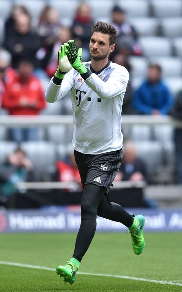 Bayern Munich's goalkeeper Sven Ulreich arrives prior the German First division Bundesliga football match between FC Bayern Munich and Mainz 05 in Munich, Germany, on April 22, 2017. / AFP PHOTO / Christof STACHE / RESTRICTIONS: DURING MATCH TIME: DFL RULES TO LIMIT THE ONLINE USAGE TO 15 PICTURES PER MATCH AND FORBID IMAGE SEQUENCES TO SIMULATE VIDEO. == RESTRICTED TO EDITORIAL USE == FOR FURTHER QUERIES PLEASE CONTACT DFL DIRECTLY AT + 49 69 650050