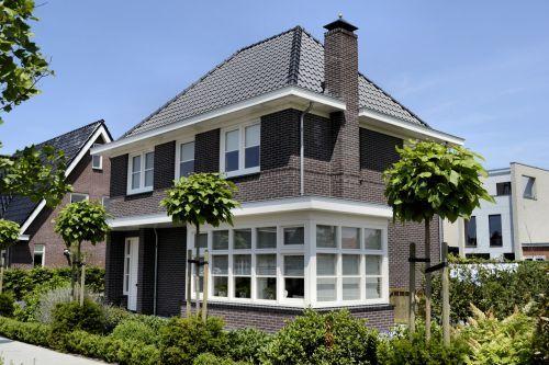 Voor deze woning verzorgden wij het ontwerp en de bouwkundige uitwerking. De stijl voor de jaren '30 woning was vooraf in de architectuurnota vastgelegd.