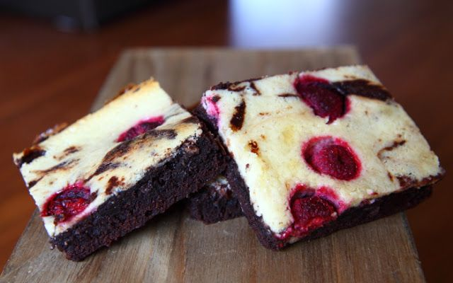 The Big Meowski: Cheesecake-brownie med hindbær