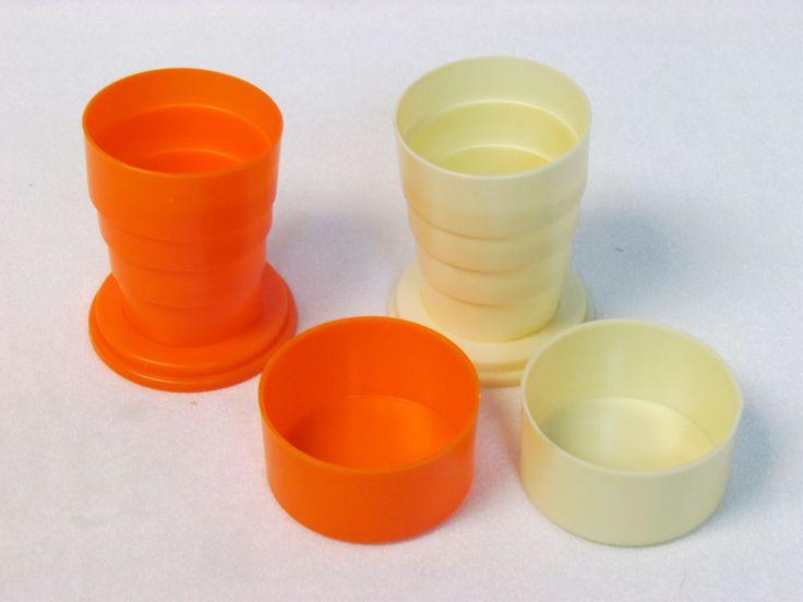 Tazza telescopica o tazza pieghevole (1950), in commercio già dal XIX secolo. Molto utilizzata per la sua tascabilità. Molte avevano un piccolo scompartimento nel tappo per contenere medicinali.