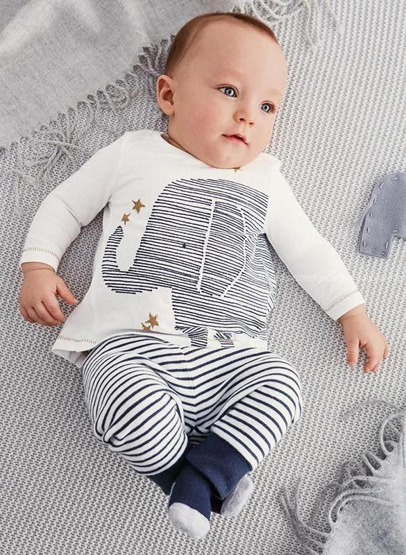 Long-sleeved shirt and pants set with adorable white/navy/grey elephant design. Soft, cozy and great for a baby gift. Item Type: Set Gender: Unisex Collar: O-Neck Sleeve Length: Full Material Composit