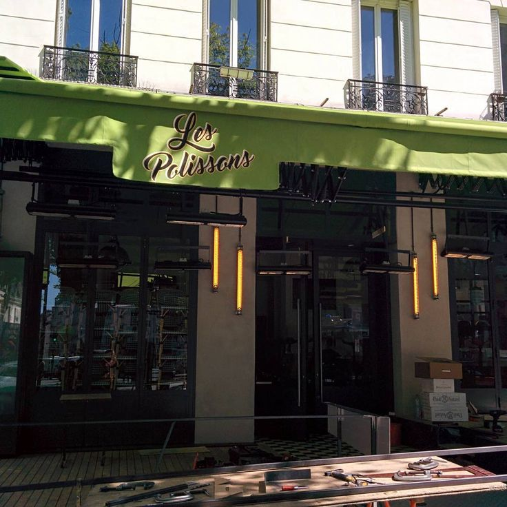 Work in progress! La brasserie ouvrira bientôt ses portes! Éclairé par Sammode. #sammode #sammodestudio #paris #brassiere #lespolissons