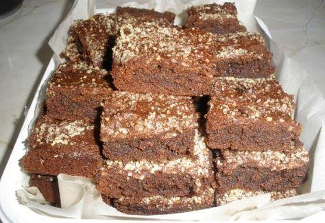 Mandulalisztes brownie elkészítési ideje: 45 perc 20 dkg zsír 20 dkg nyírfacukor 10 dkg mandulaliszt 4 tojás 20 dkg étcsoki (70%-os)