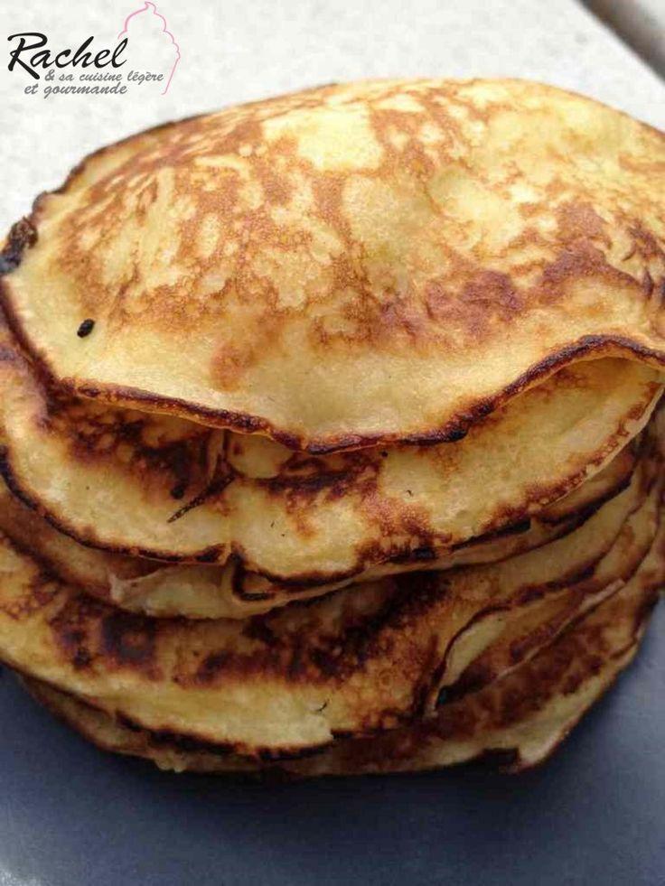 Pancakes légers pommes fromage blanc      2 petites pommes     100 g de fromage blanc à 0 %     100 g de farine     20 g de sucre     1 œuf     1 cuillère à café de levure     60 g de lait écrémé
