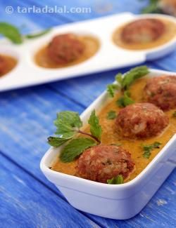 A very interesting way to include soya in our diet. The mint flavoured koftas will surely satisfy even those who do not enjoy eating soya.