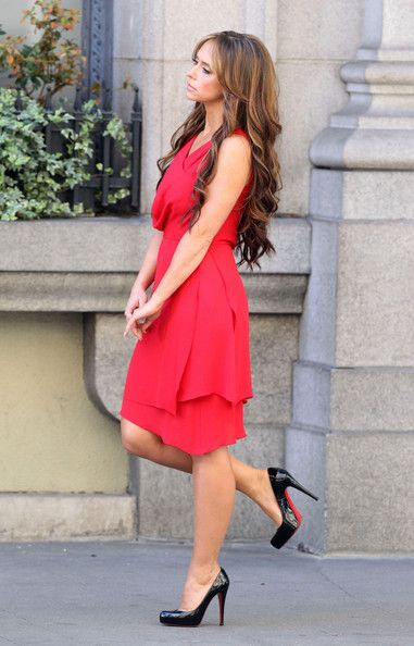 Jennifer Love Hewitt Photos - Jennifer Love Hewitt Films Scenes For 'The Client List' - Zimbio