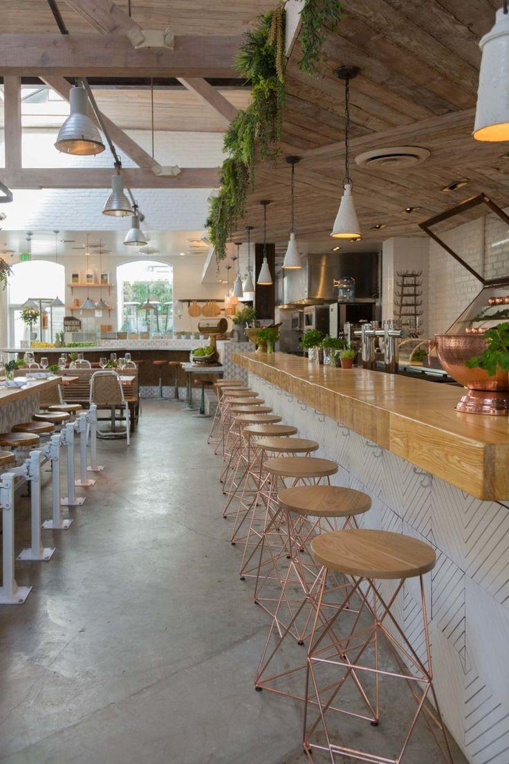 Esthétique générale: plancher béton, accents blancs et bois, abondance de plantes vertes (mais avec mois de barn wood)