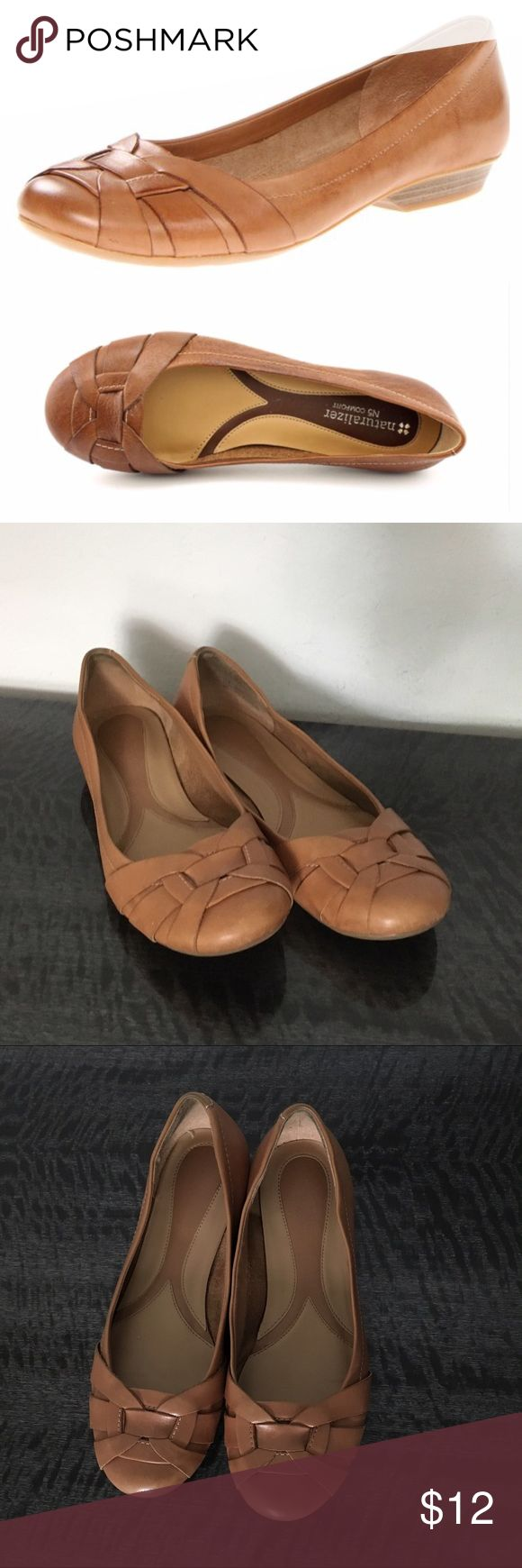 Size:5.5 Naturalizer Flats Size:5.5 // WILL PRICE DROP FOR DISCOUNTED SHIPPING! naturalizer Maude flats • in light brown • great for work • leather is super soft • features cushioning for comfort • reposhing because it's a little loose on me. I'm a smaller 5.5 • light wear • open to reasonable offers :) Naturalizer Shoes Flats & Loafers