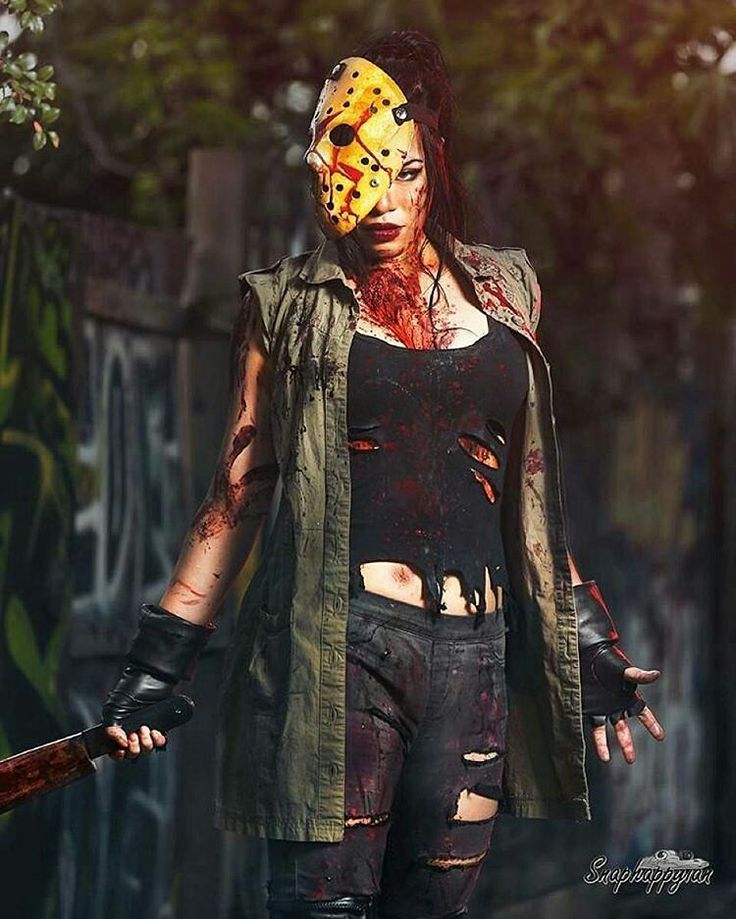 Happy Friday the 13th from official @comictoons babe @raquelsparrow as Jason…
