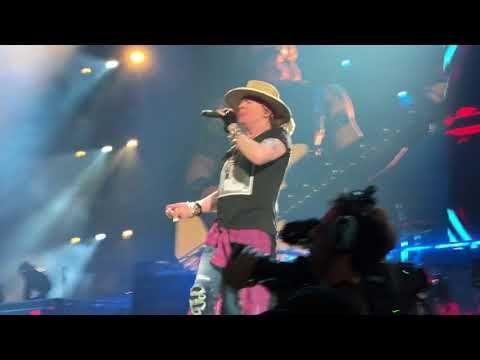 (11) Guns n Roses San Diego, Nov 28/17.  Slash solo and Sweet Child o Mine. - YouTube