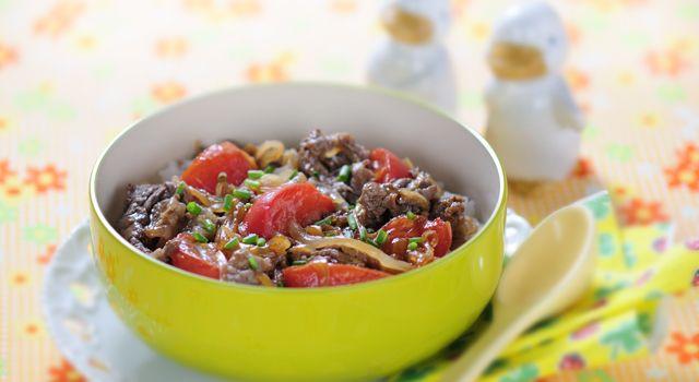 トマトすき焼き丼のレシピ・作り方・食材情報を無料でご紹介しているページです。