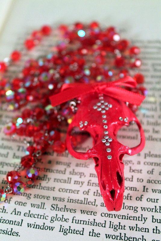 Red rat musqué crâne collier incrusté de Swarovski Crystals
