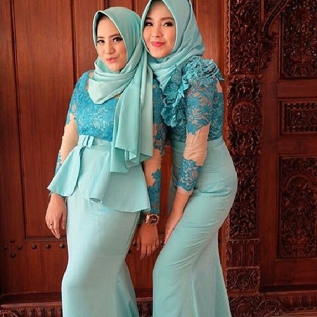 Inspirasi kebayakutubarudressdll @kebayadandress  #dress #kutubaru #longdress #minidress #skirt #longskirt #songket #batik #sasirangan #kebaya #inspirasikebaya #inspirasigaun #kebayadress #dresskebaya #kebayawisuda #dresspesta #gaunpesta #partydress #kain #jualkain #brokat #tile #prada #penjahitkebaya #kainmurah #sewakebaya #jahitonline #kaftan by iklankebaya