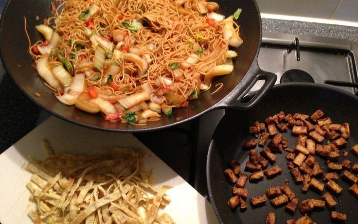 Dag 1 voor 5 euro: Chinese mie met paksoi, paprika, krokante tofu en ei | Francesca Kookt!