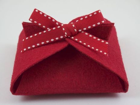 make a folded felt gift box - template