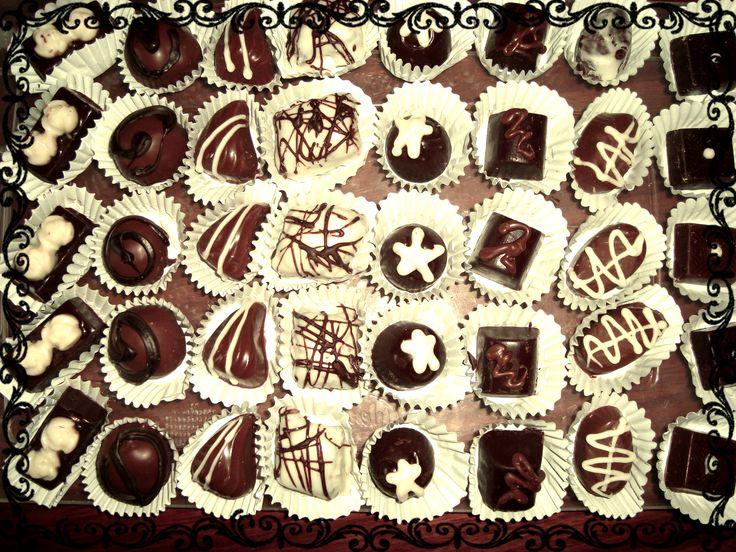 Deliciosos Bombones artesanales de diferentes sabores, encargo mínimo caja de 9 bombones $1.800. A $200 c/u