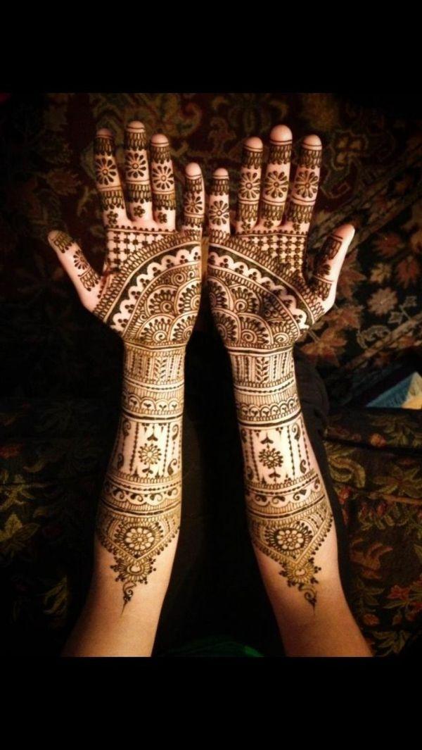 Les mains tatouées