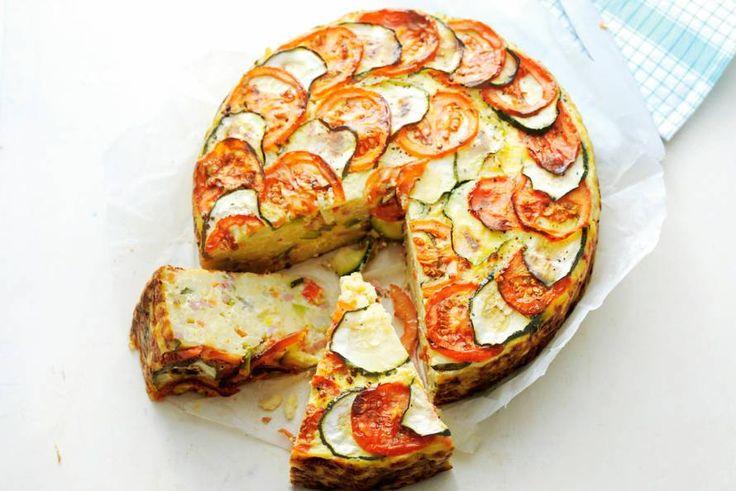 13 februari - Italiaanse roerbakmix in de bonus - Hartige taart met een basis van pasta en lekker veel groente - Recept - Macaronitaart - Allerhande