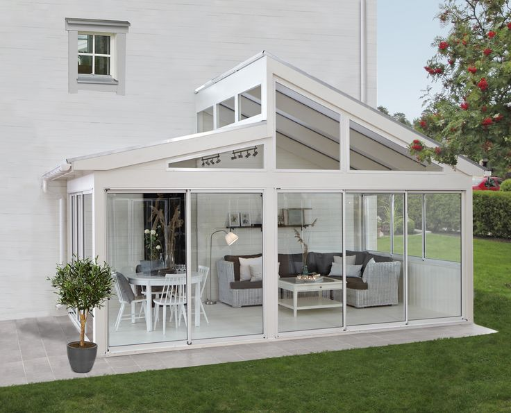 A very nice added feature to this property is this glass conservatory that has a glass skillion roof and fixed glass panels. A nice entertainment area for friends and family to enjoy all year round with easy access to the back yard through the stacker doors. The style of the conservatory really compliments the style of the home, don't you think? Credit Google #buildingworksau #conservatory #sunroom