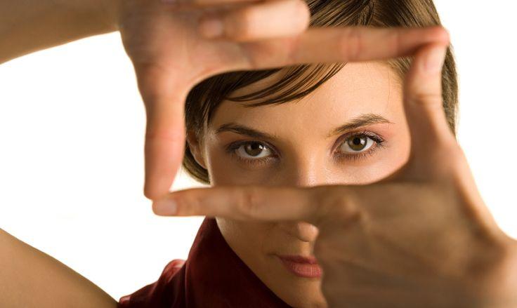 Раньше люди реже страдали от потери зрения, нежели сегодня, и хоть по сравнению с прежними временами технический и научный прогресс существенно шагнул вперед, но именно из-за этого фактора наши глаза получают столь негативное влияние, к примеру, частое сидение за компьютером негативно сказывается на зрении в особенности у детей. А вот чтобы восстановить или улучшить зрение …
