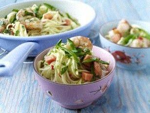 Das Rezept für Thai-Nudeln mit gebratenen Garnelen und Chili-Limetten-Öl und weitere kostenlose Rezepte auf LECKER.de