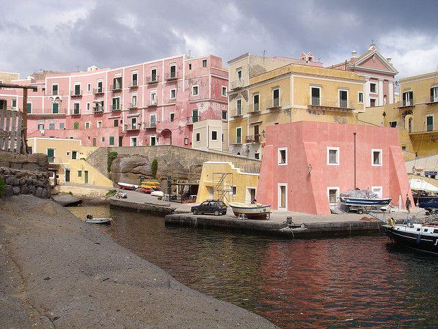 Ventotene, isola di sirene e imperatori    #TuscanyAgriturismoGiratola